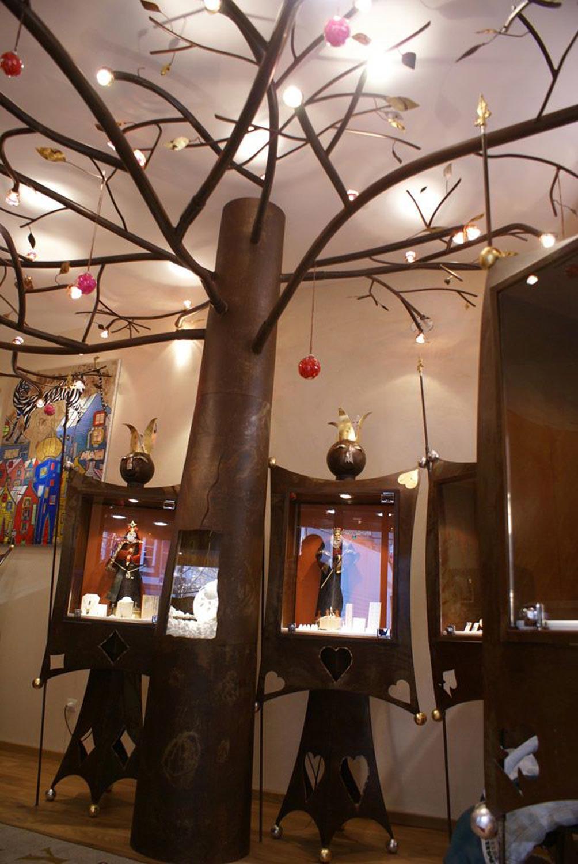 présentoirs en métal oxudé, en forme d'arbre